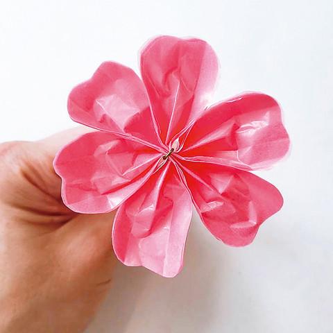 グラシン紙で手作り薔薇のコサージュ-08