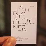 光にかざせば文字が浮き出る、ライティングデザイナーの名刺「The Light Card」(mifdesign_antenna)